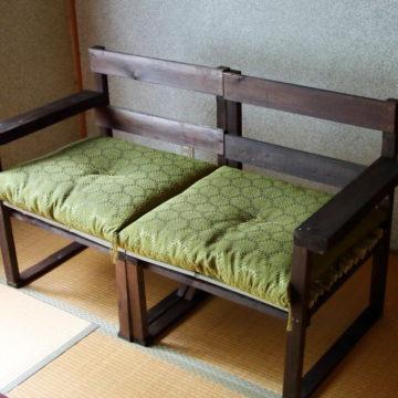 和室に合うシックな廃材ソファ